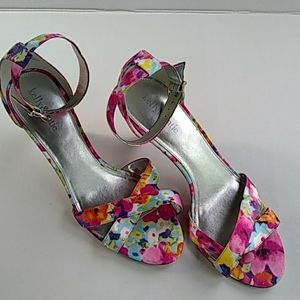 """Kelly and Katie Sz 10  3"""" Open Toe Sandals Floral"""
